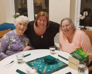 Board-games-fun-at-abbeyfield-house-henleaze