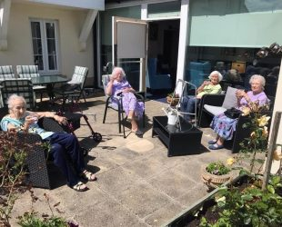 Abbeyfield House Residents Enjoy A Gin Before Lunch