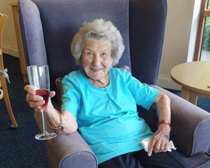 Abbeyfield Kift lodge resident enjoys evening pimms